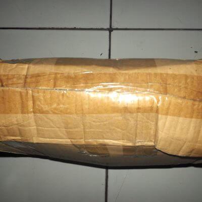 Kardus paket Dinomarket - kertas pembungkus dibuka