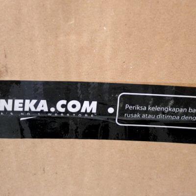 Kardus paket Bhinneka.com - logo di lakban